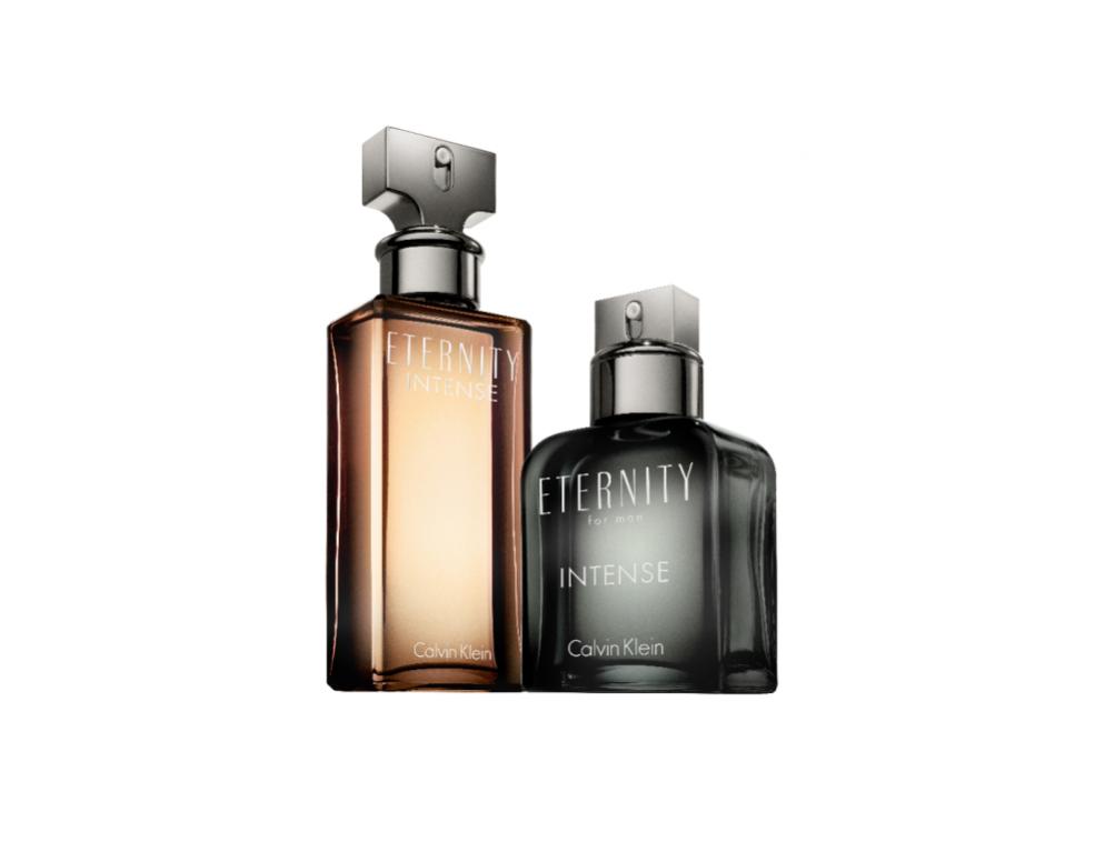 CALVIN KLEIN  ETERNITY INTENSE – zmysłowe akordy irysów w reedycji kultowego zapachu pojawiają się w towarzystwie energetycznych nut kwiatów wodnych. Piżmo i drzewo sandałowe w nucie bazy odpowiadają za magnetyczne, wibrujące działanie tych perfum, któremu nie sposób się oprzeć!