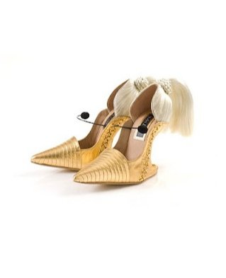 buty autorstwa Kobi Leviego