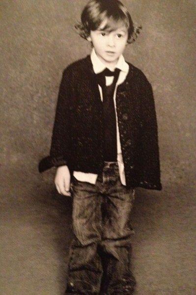 Chłopiec w marynarce