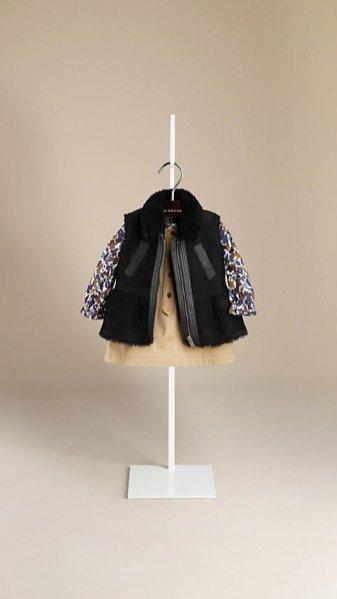1. Dziewczęca kolekcja płaszczy i trenczy Burberry Children na sezon wiosna/lato 2014