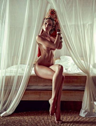 1. Candice Swanepoel dla Vogue Brasil styczeń 2014