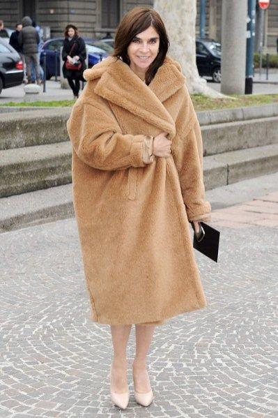 Carine Roitfeld w płaszczu Max Mara z kolekcji jesień zima 2013/13