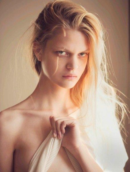1. Nowa twarz agencji Model Plus - Caroline Schurch