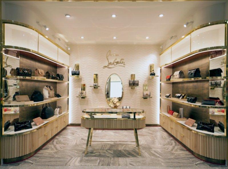 1. Londyński Salon Christian Louboutin wyłącznie z kolekcją toreb i akcesoriów