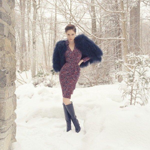 1. Coco Rocha promuje słynną kopertową sukienkę Diane von Furstenberg