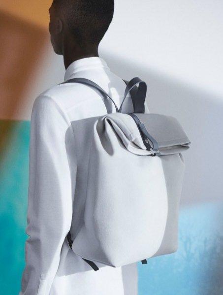 1. COS x Serpentine Galleries - limitowana edycja plecaków