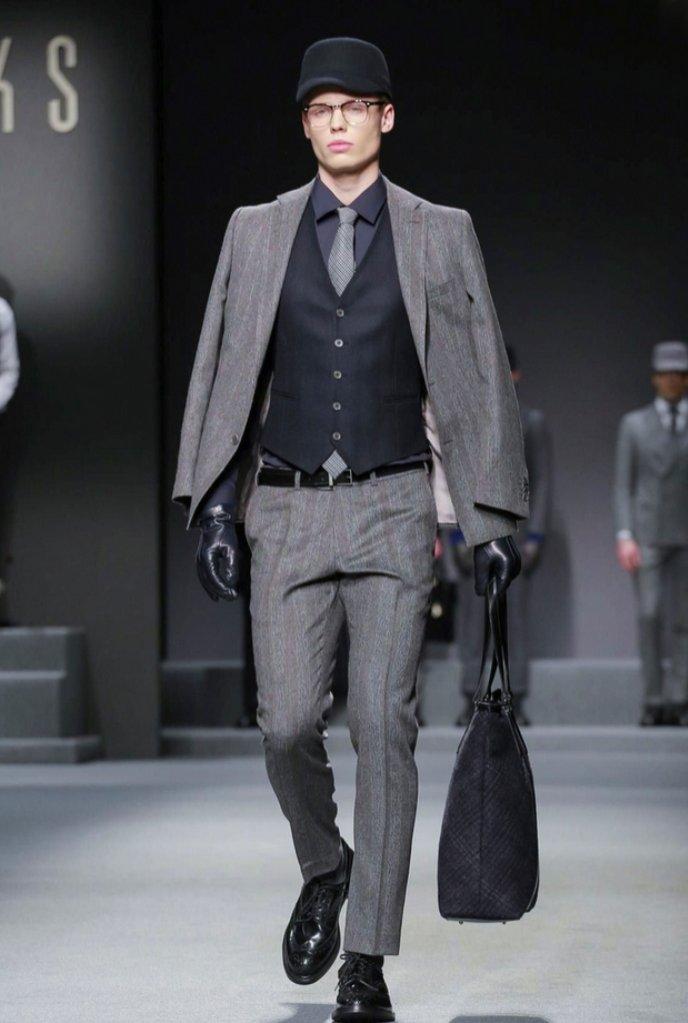 Jakub Gorzała na pokazie DAKS Menswear jesień zima 2017 Milan Fashion Week