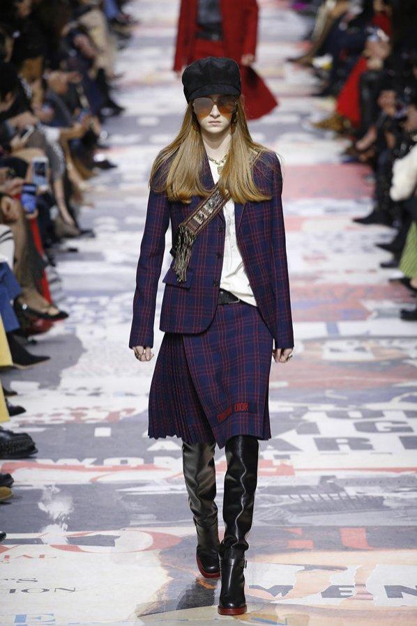 Kraciasta garsonka Dior - trendy jesień zima 2018/19