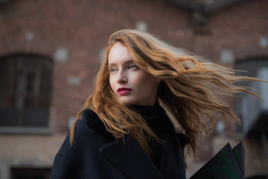 Długie rozpuszczone włosy - trendy jesień  zima 2018/19