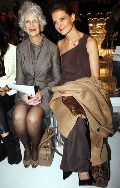 Katie Holmes z mamą na pokazie Max Mary