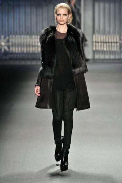 Pokaz kolekcji Vera Wang jesień zima 2011