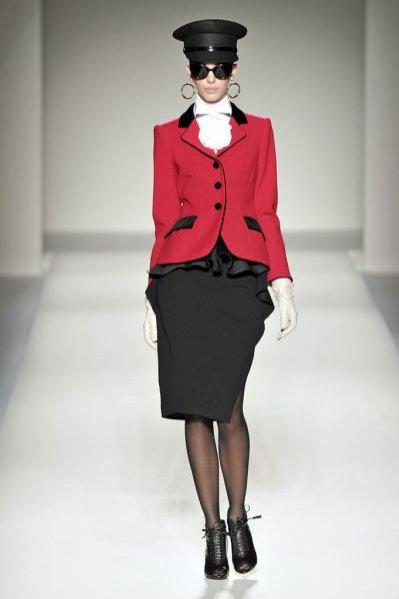 Pokaz damskiej kolekcji Moschino jesień zima 2011