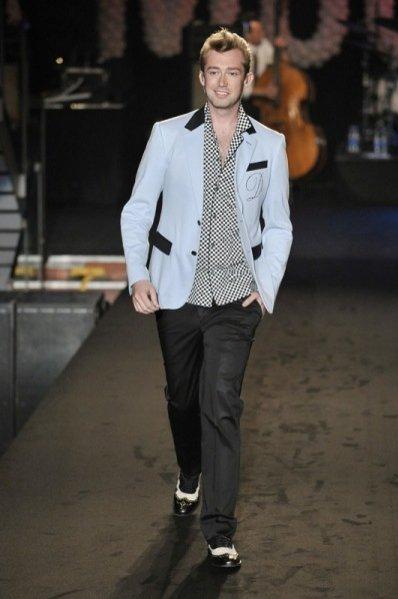 Pokaz kolekcji Moschino wiosna lato 2012