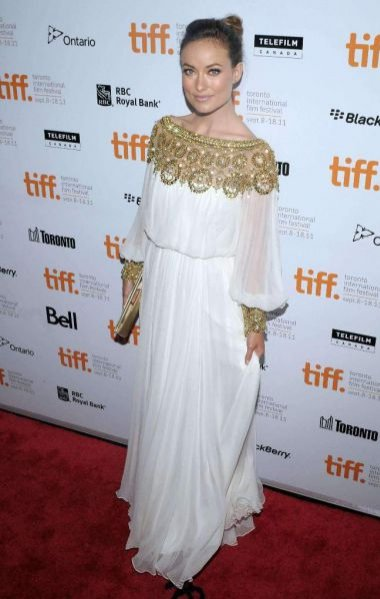 Olivia Wilde w sukience marki Marchesa na premierze filmu Butter podczas Festiwalu Filmowego w Toronto