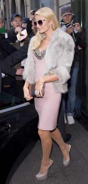 Stylizacje Paris Hilton podczas wizyty w Polsce