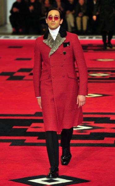 Adrien Brody w pokazie męskiej kolekcji Prada jesień zima 2012/13