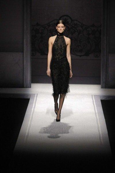 Milan Fashion Week - Kasia Struss otwiera pokaz Alberta Ferretti