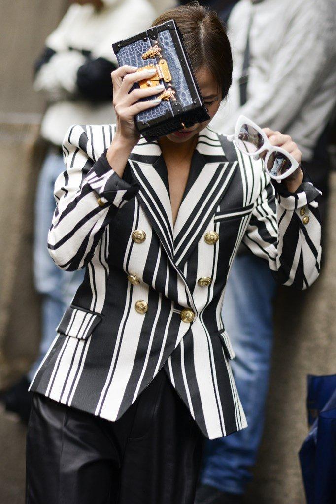 It Bags 2016 w modzie ulicznej - torebka do ręki Louis Vuitton