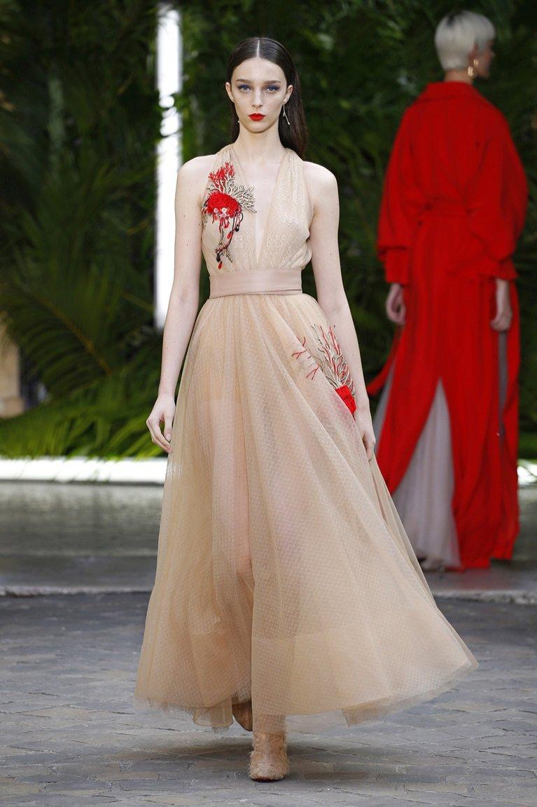 Beżowa suknia Galia Lahav