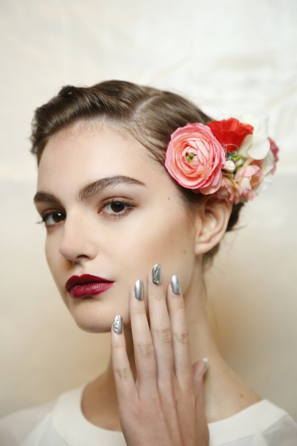 Bordowe usta - makijaż na studniówkę