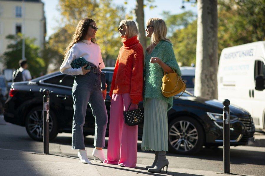 Różowe szerokie spodnie - moda uliczna wiosna lato 2019