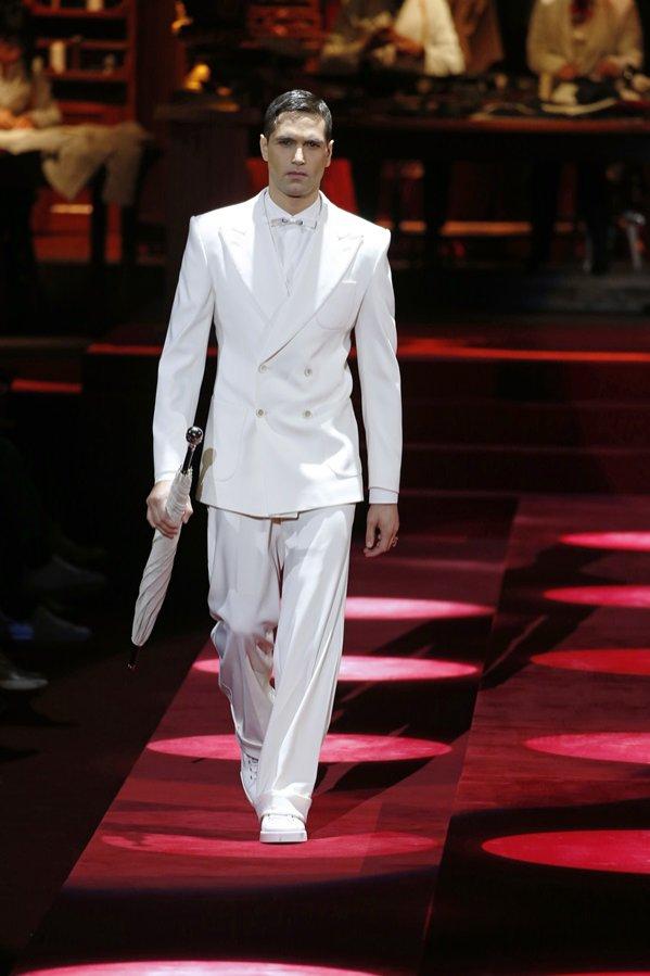Jasne garnitury - Dolce & Gabbana, jesień zima 2019/20