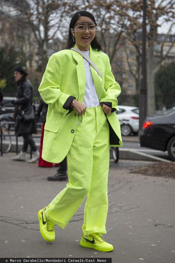 Neonowy total look: moda uliczna