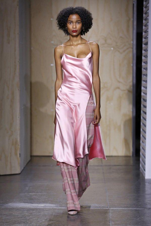 Różowa sukienka - Jonathan Simkhai, trendy jesień zima 2019/20