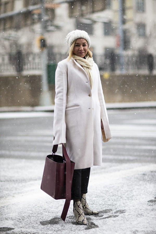 Wełniany płaszcz - moda uliczna jesień zima 2019/20