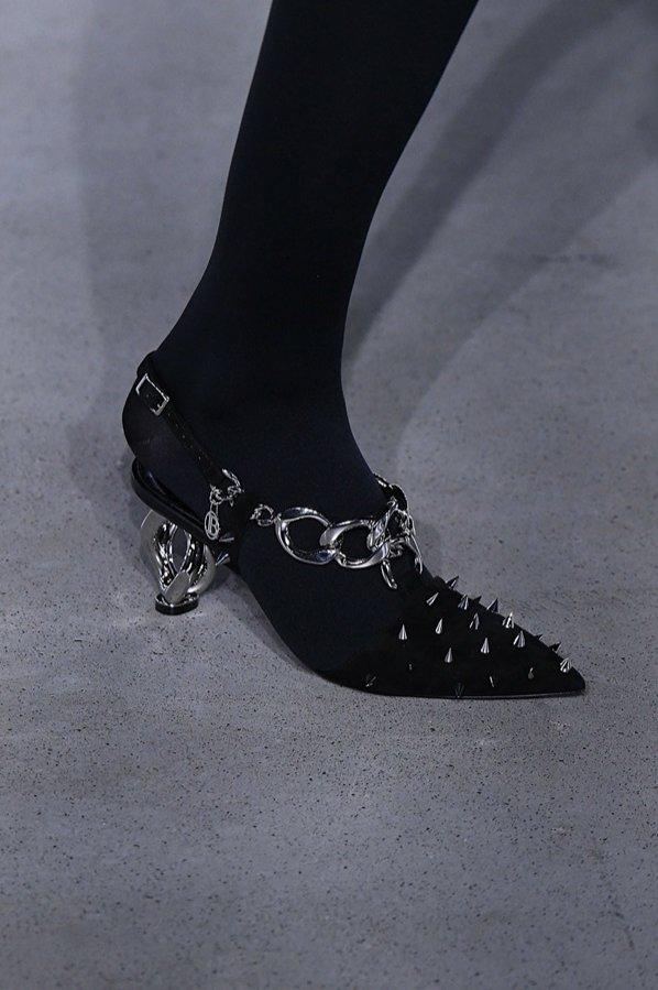 Czarne buty z ćwiekami - Balmain, trendy jesień zima 2019/20