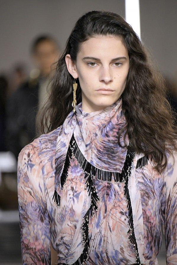 Falowane włosy: Giambattista Valli, trendy jesień zima 2019/20