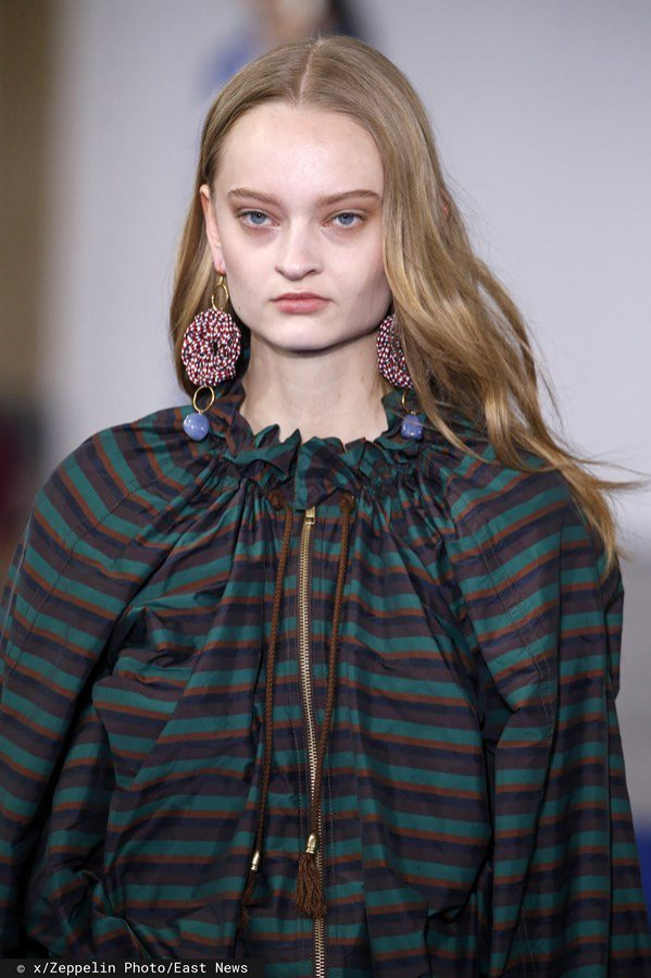 Victoria Tomas, jesień zima 2019/20: rozpuszczone włosy