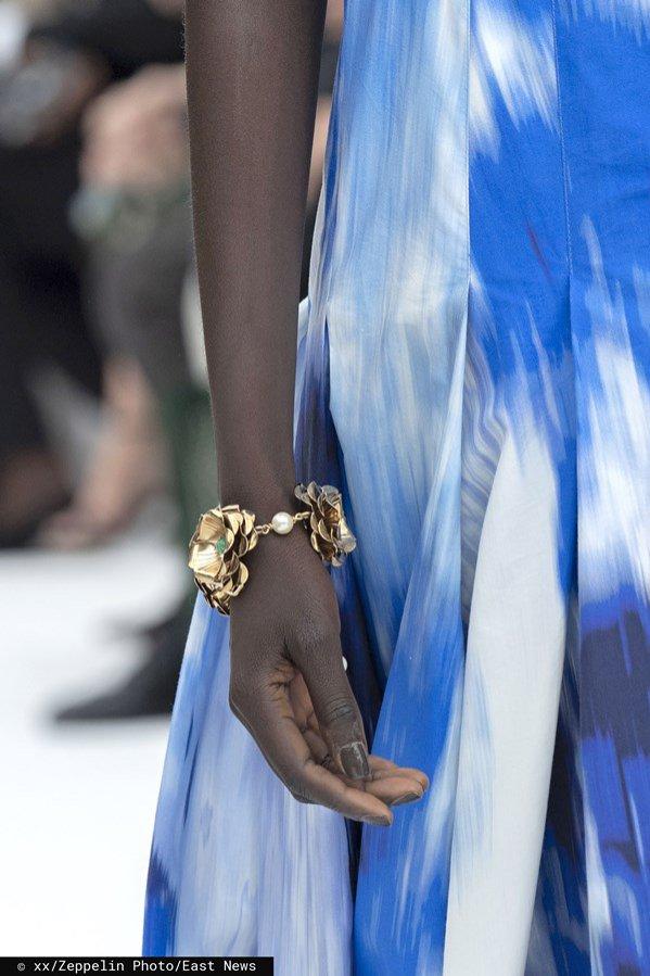 Czarny manicure: Carolina Herrera, wiosna lato 2020