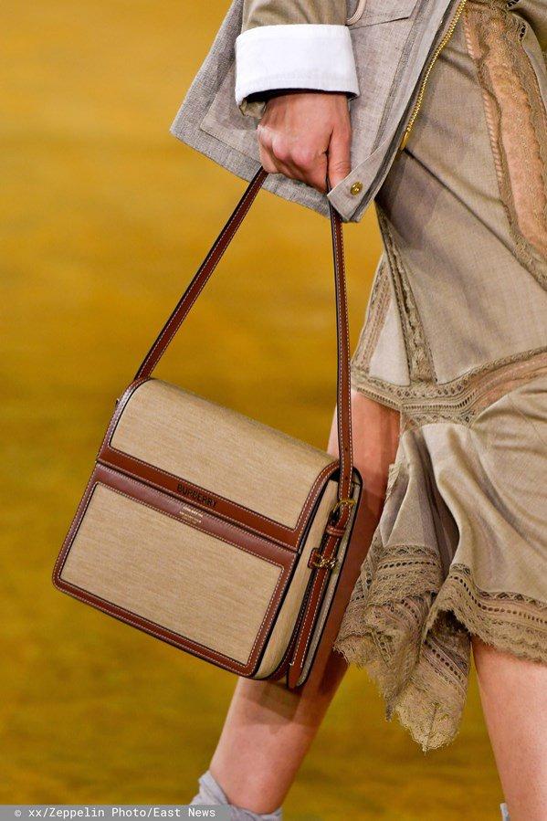 Burberry trendy wiosna lato 2020: brązowy tornister