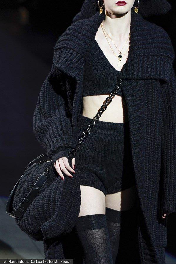 Dolce & Gabbana, trendy jesień zima 2020/21: swetrowa torebka