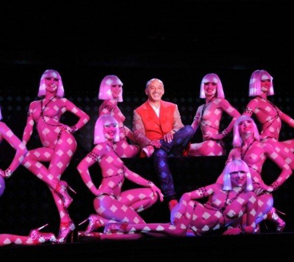 Christian Louboutin i tancerki kabaretu Crazy Horse