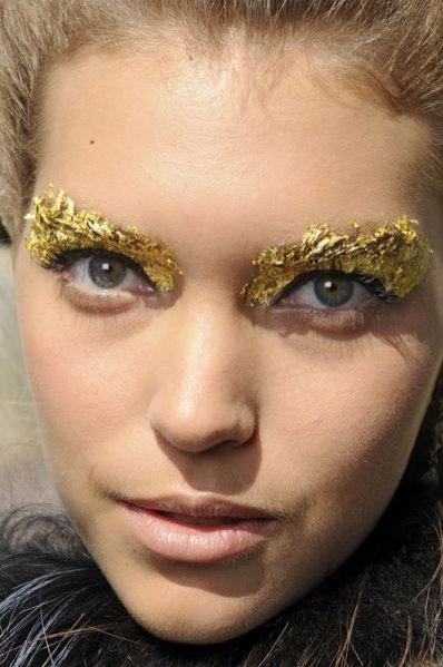 Złoto w makijażu i fryzurach na sezon wiosna lato 2012 - Fendi