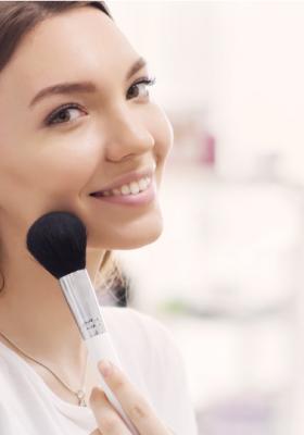 Delikatny makijaż w stylu makeup no makeup – jak go zrobić?