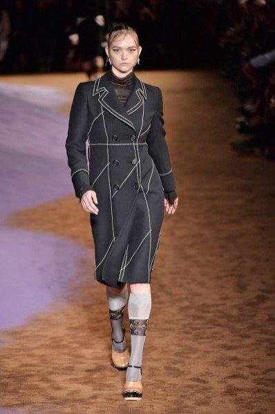 1. Gemma Ward w pokazie wiosenno-letniej kolekcji 2015 marki Prada