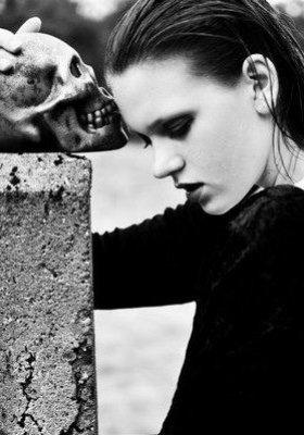 PAULINA WYDRZYŃSKA – MROCZNA STRONA FOTOGRAFII MODY