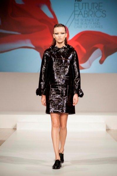 1. Giles Deacon dla P&G Future Fabrics 2013 - pierwsza kolekcja do prania w pralce