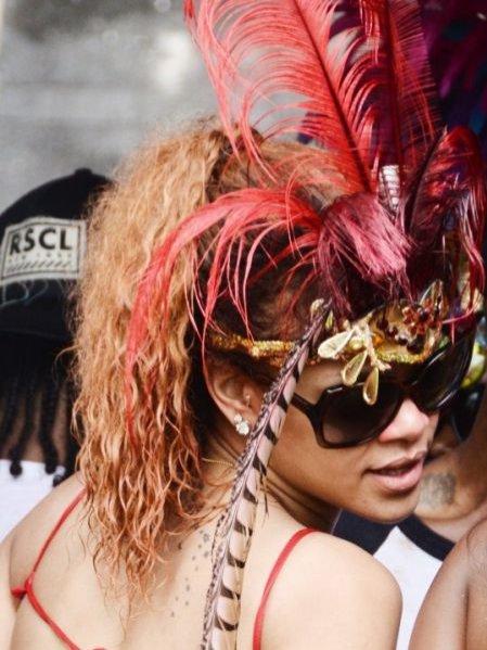 Rihanna podczas karnawałowej parady na wyspie Barbados