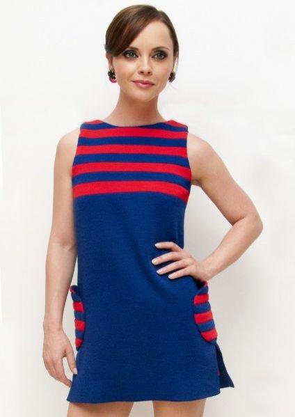 Christina Ricci w stylizacji a'la lata 60. podczas Fashion's Night Out