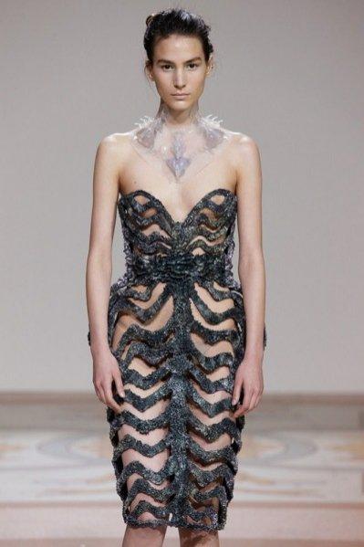 pokaz Iris Van Herpen na Paris Haute Couture Fashion Week - projekty wykonane za pomocą technologii druku 3D