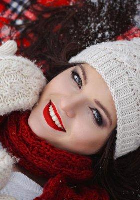 Najmodniejsze czapki i szaliki tej zimy. Sprawdź, co nosić, żeby nie zmarznąć!