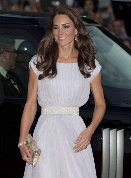 Kate Middleton na gali BAFTA w sukience projektu Alexandra McQueen'a.