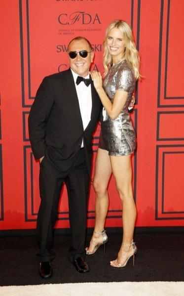 gwiazdy na rozdaniu nagród CFDA 2013 w Nowym Jorku - Michael Kors i Karolina Kurkova w projekcie Michael Kors
