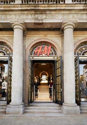 H&M SPRZEDAJE NAJMNIEJ OD 10 LAT, ZARA ROŚNIE W SIŁĘ