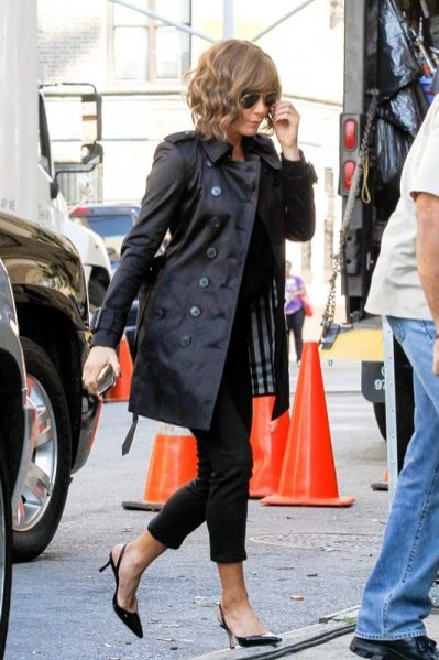 Jennifer Aniston w trenczu Burberry na planie filmu w Nowym Jorku