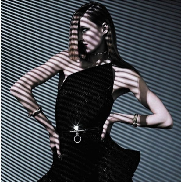 Karmen Pedaru w Vogue Paris Grudzień/ Styczeń 2011/12